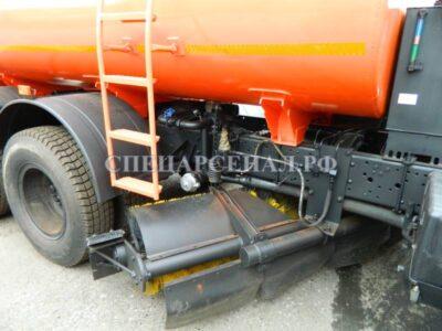 КДМ с навесным поливомоечным оборудованием